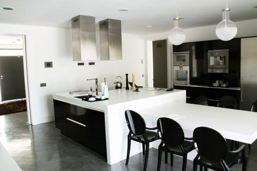 Cocina, estilo Contemporaneo color Blanco, Gris, Negro