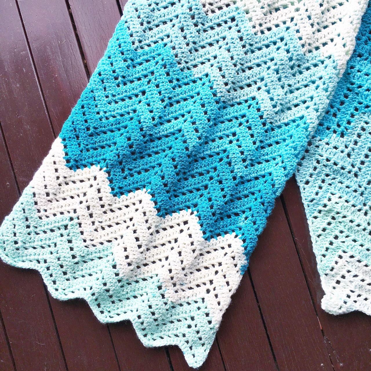 Crochet: Lacy Chevron Wrap | Schals, Kragen und Häkelmuster