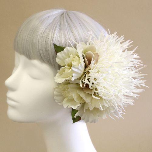 「糸菊とリシアンサスの髪飾り(白)」商品詳細ページです。airakaでは、ていねいにご製作したアーティフィシャルフラワー(造花)の髪飾り、ウェディングブーケ、花の贈り物をお届けしています。