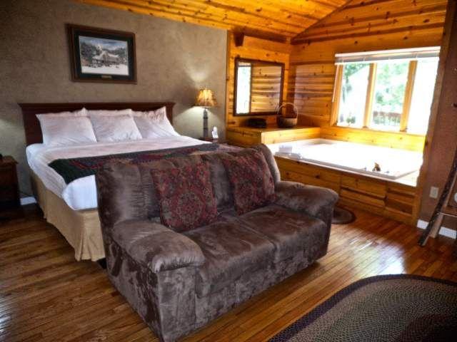 Sparrow S Nest 1 Bedroom Cabin At Parkside Cabin Rentals Gatlinburg Cabin Rentals Gatlinburg Cabins One Bedroom