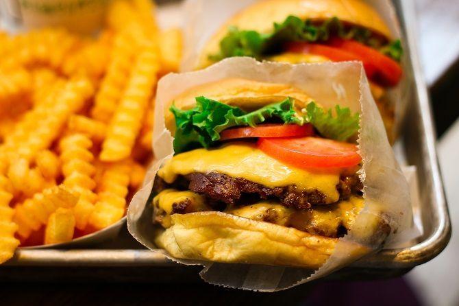 Volta ao mundo em 30 hambúrgueres! Uma lista com os 30 hambúrgueres que fazem mais sucesso mundo afora! Que delícia <3