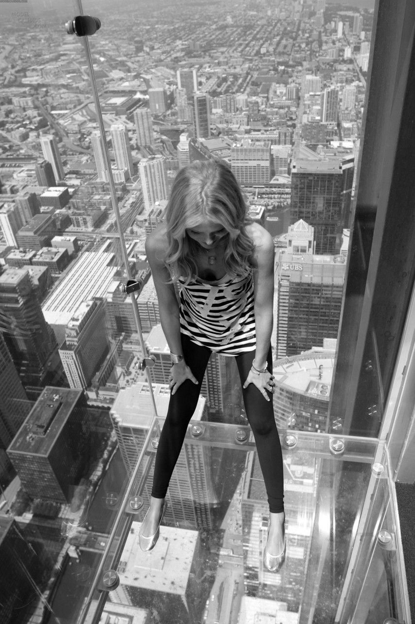 Chicago - 2009 - The Ledge - glass balcony suspended from the 103rd floor - Sears Tower