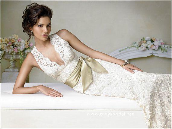 Jimmy Hjelm Inspired Wedding dress, Timeless Piece for Brides . Mistähän tämä pitsi-innostus kumpuaa :D