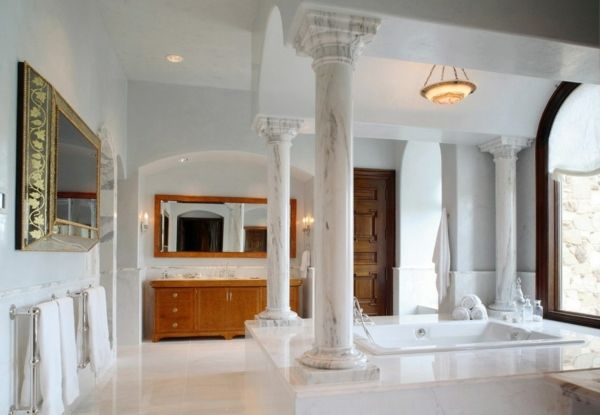 Des colonnes design pour une maison de style