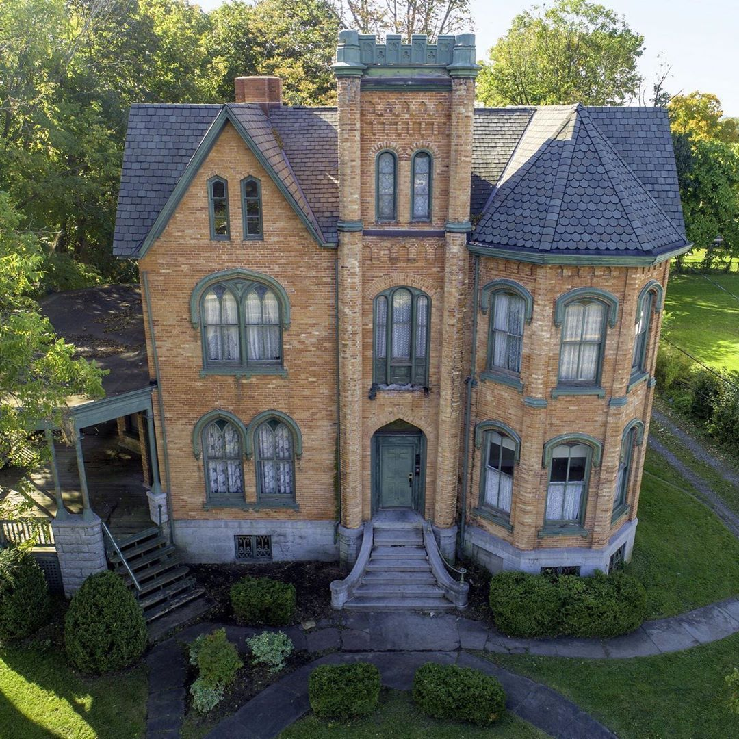 Historical Homes Of America On Instagram James Seymour Mansion 113 North Street Auburn Ny 13021 Only 50 000 Mansions Mansions For Sale Old House Dreams