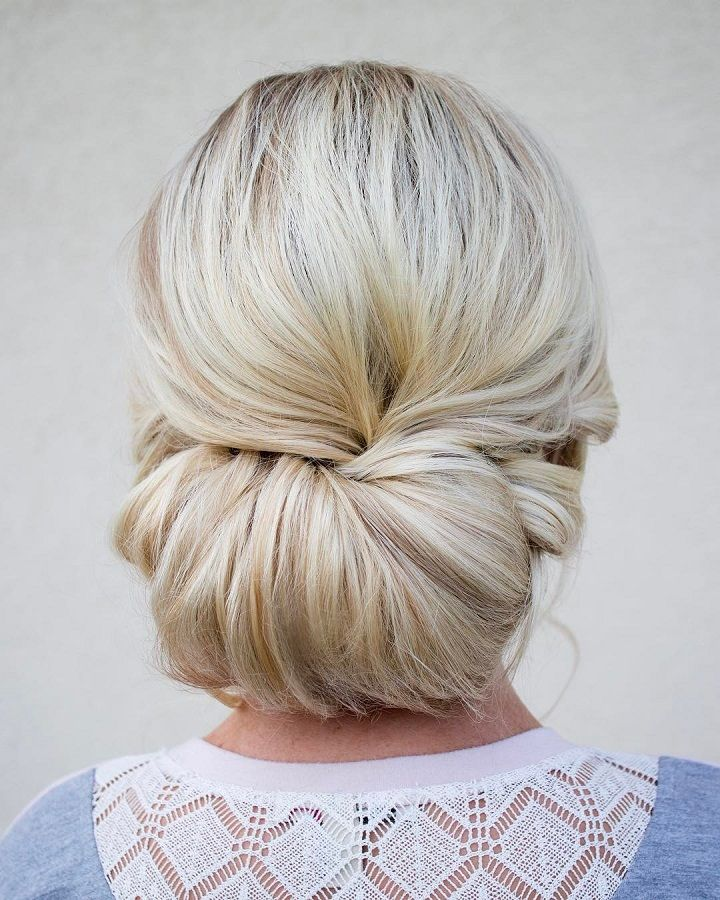 Pretty low chignon hairstyle for long hair | fabmood.com #weddinghairstyle #bridalhairstyle #weddinghair #chignon #bridalchignon #lowchignon