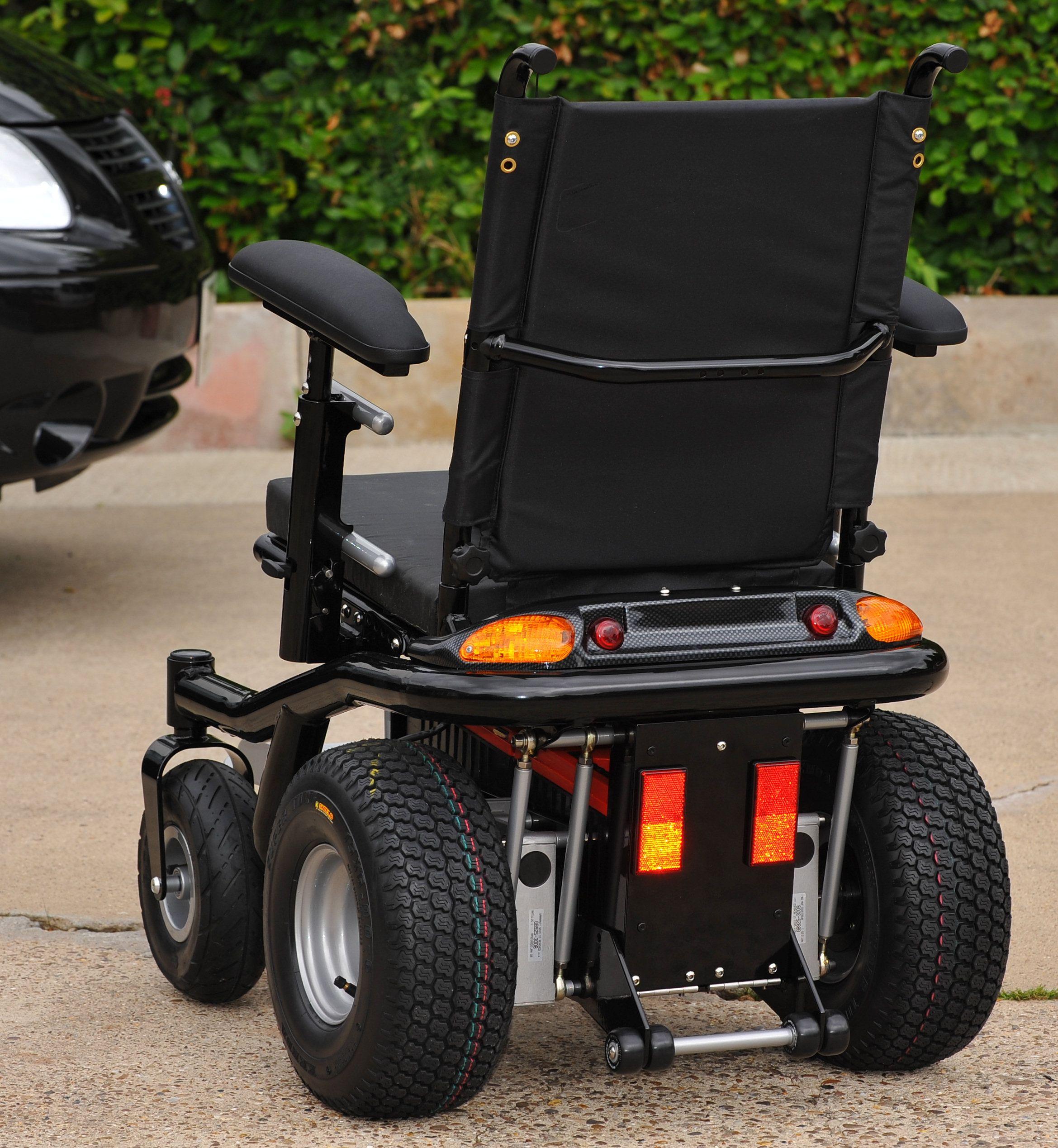 Off Road Electric Wheelchair Jpg 2 339 2 537 Pixels Wheelchair Accessories Powered Wheelchair Wheelchair