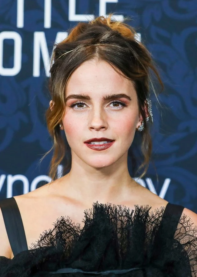 Emma Watson Puts Her Own Spin On A Balenciaga Gown For The 'Little Women' Premiere – Harry Potter
