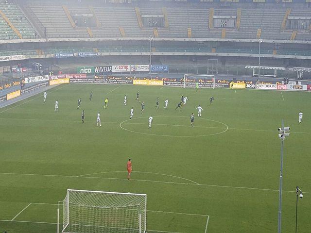 Tra la nebbia del Bentegodi il Chievo conquista la seconda vittoria consecutiva contro la Sampdoria di Giampaolo, parsa sottotono.