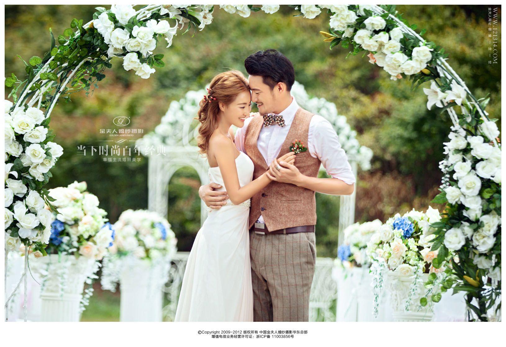 on location bridal shoot, flower door/arch
