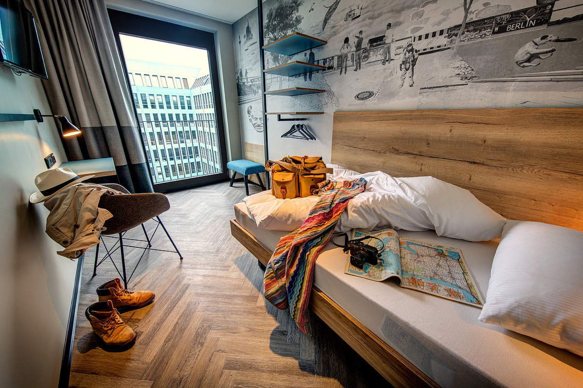 Schulz Hotel East Side Gallery Berlin Livegreenblog East Side Gallery Modern Hotel Room Hotel