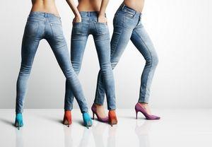 Porter des pantalons trop serrés peut faire gonfler les jambes et compresser les nerfs.