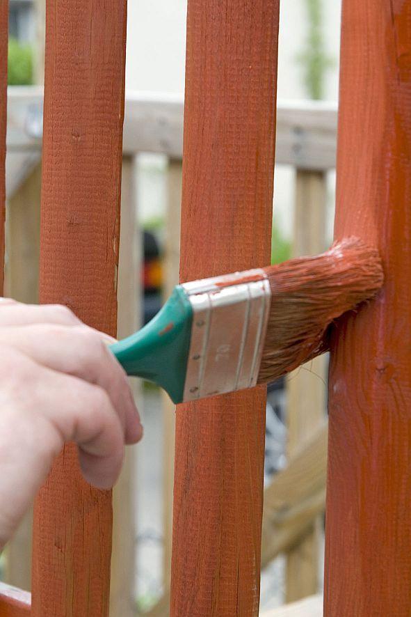 Holz braucht Streicheleinheiten Zäune, Gartenmöbel und Carports - holz gartenmobel pflegen