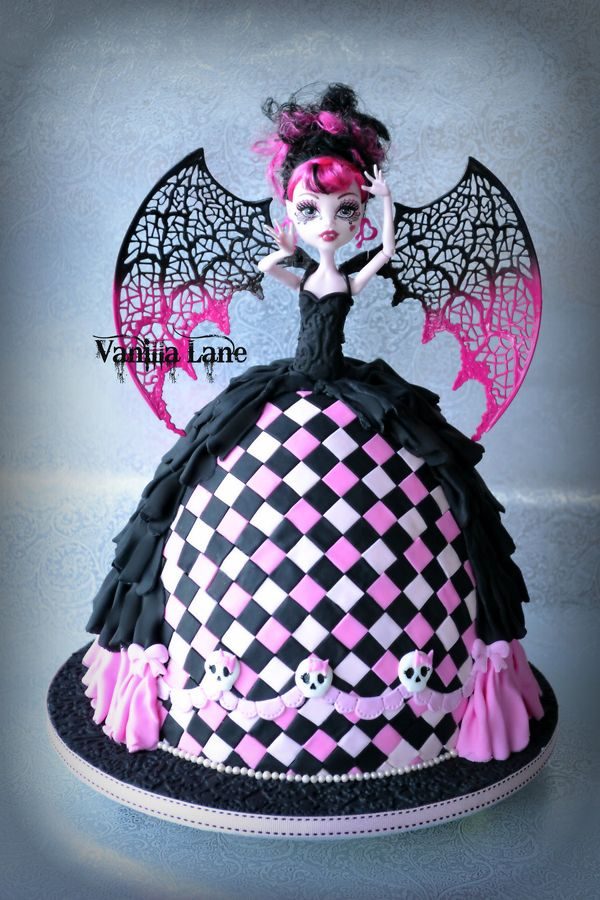 Pleasing 10 Cool Monster High Cakes Monster High Cakes Doll Birthday Funny Birthday Cards Online Inifofree Goldxyz