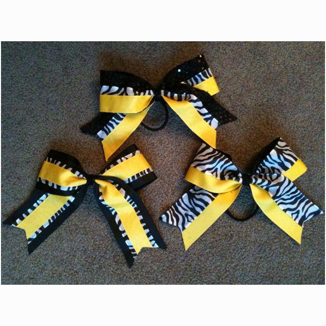 Lorena makes pretty cheer bows