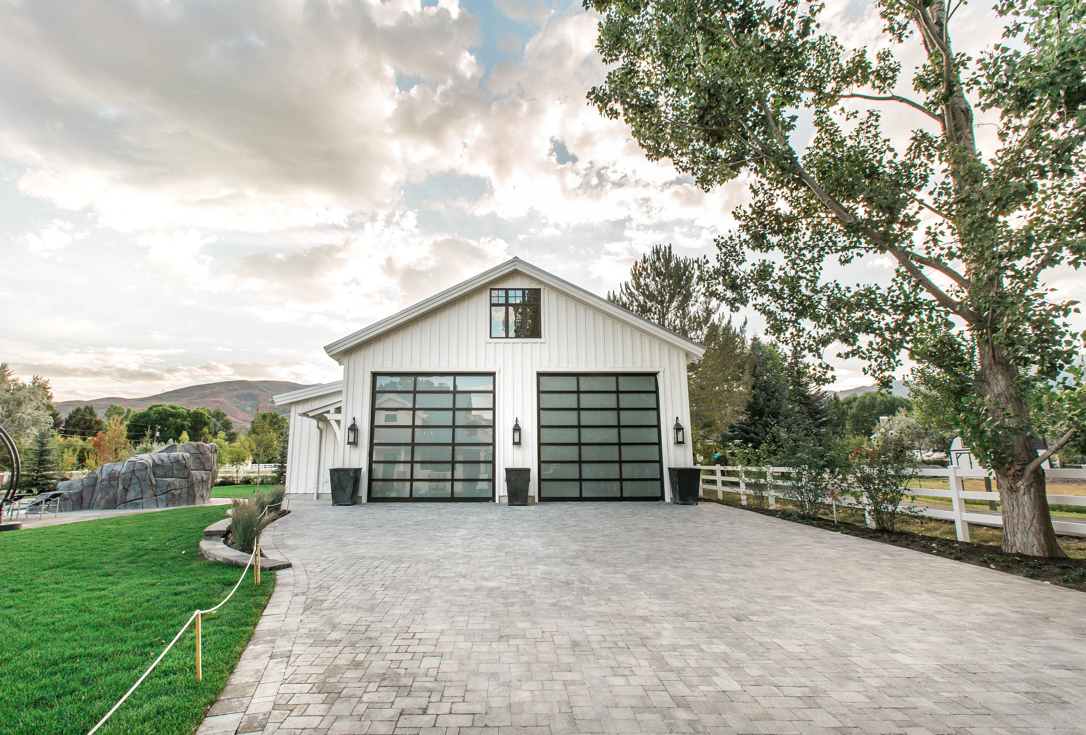 best modern custom home builders. Lane Myers Construction is a premier Utah custom home builder specializing  in luxury homes Dream For Luxury Homes Then contact at Timberidge Custom