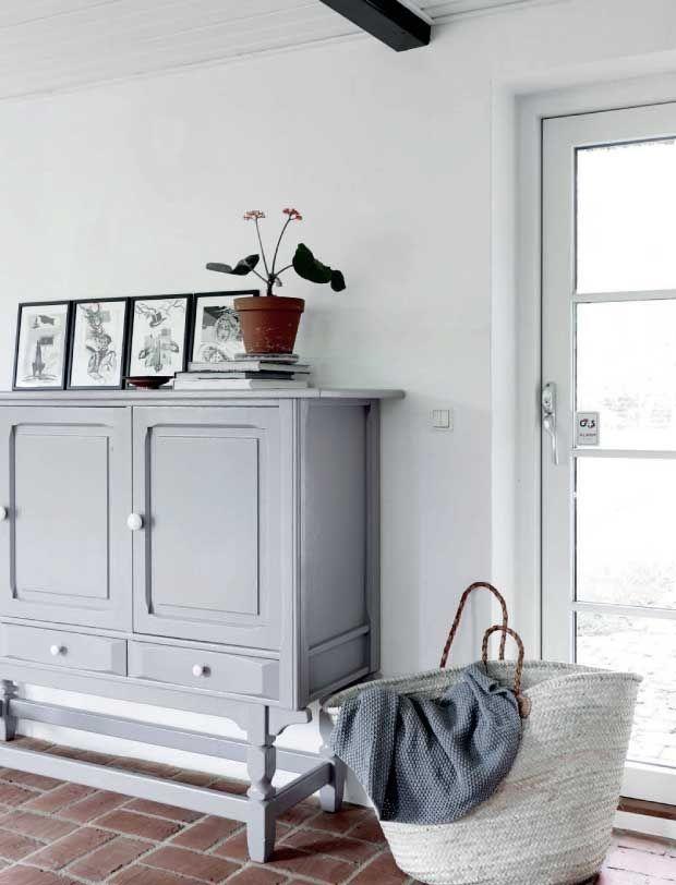 een strak wit interieur op het platteland makeovernl