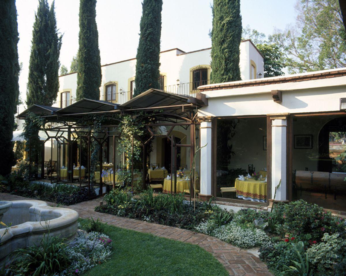 Hacienda los Laureles, rodeado de bosques y montañas, esta hacienda le ofrece el verdadero sabor del grandioso estilo Mexicano.