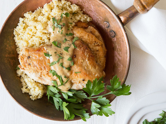 This Delicious Chicken And Easy Creamy Tarragon Wine Sauce Cook Right On The Stove Top People Will Th Tarragon Chicken Tarragon Chicken Recipe Chicken Recipes
