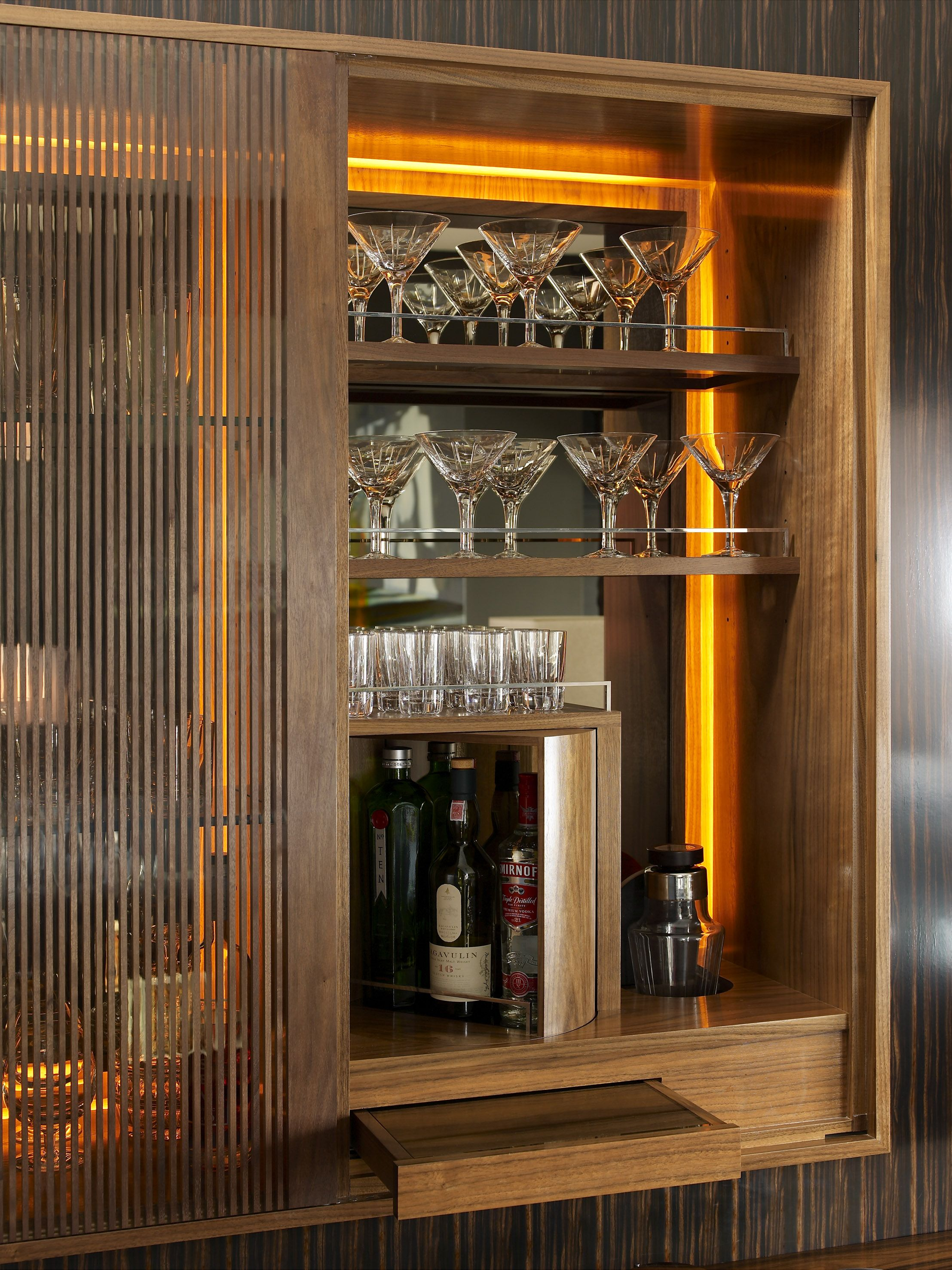 Wall cabinet interior design linley for Design bartheke