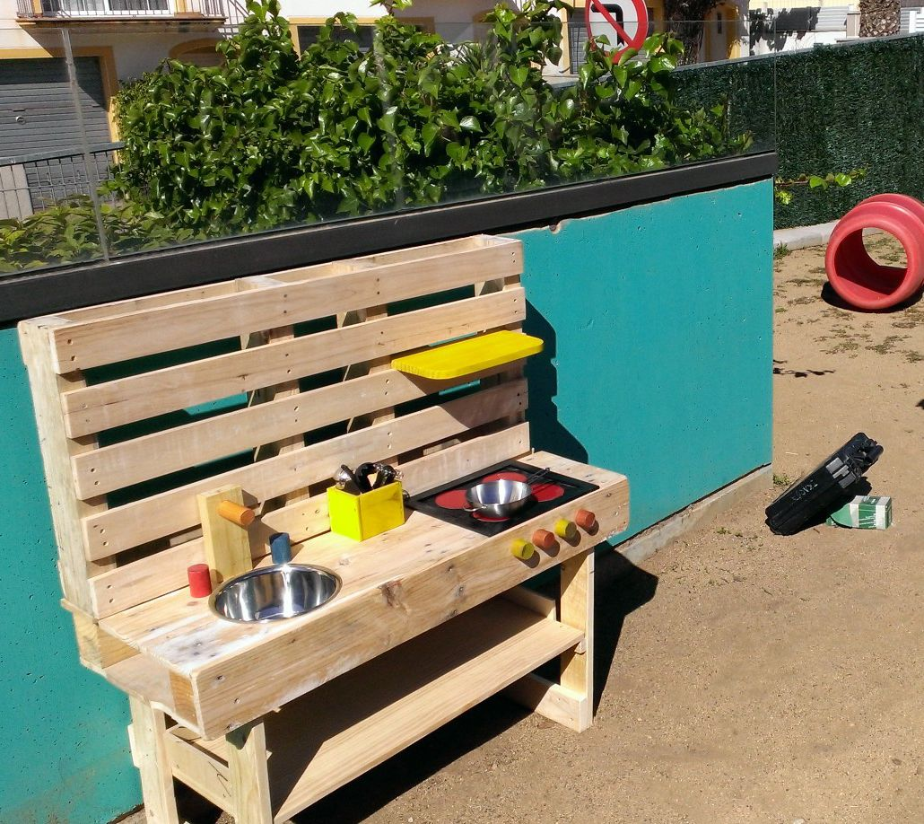 Cocina infantil fabricada con palets reciclados www for Palets reciclados iluminados