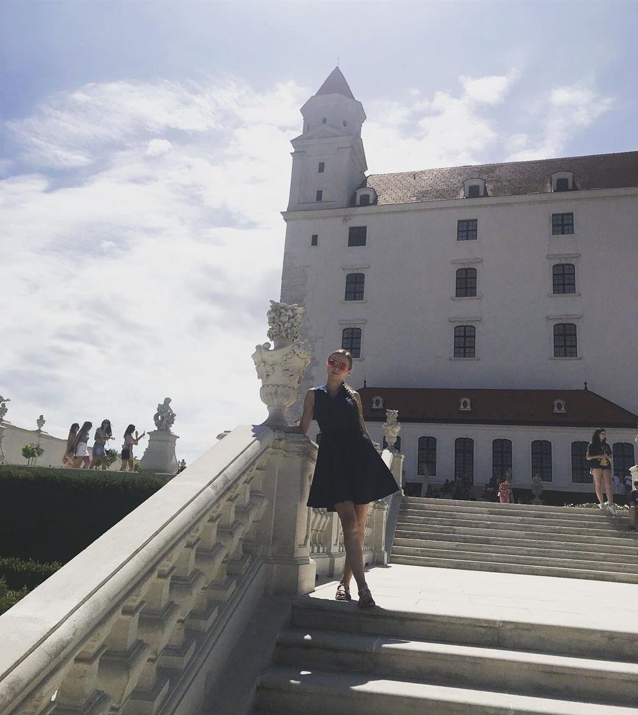 Castle 🏰 #bratislava #slovakia #slovakgirl #castle #sky #city #capitalcity #travel #life #lifestyle #trip #girl #woman #sun #travelphotography&nb