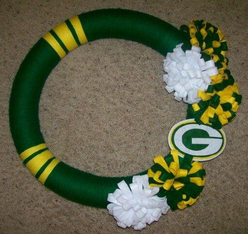 Yarn Felt Green Bay Packers Wreath Created By Jen Butler Green Bay Packers Wreath Packers Wreath Yarn Wreath