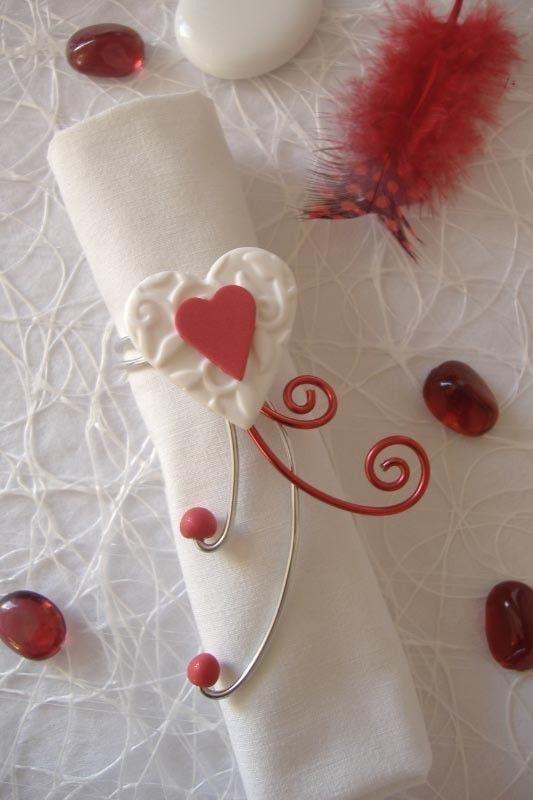 Rond de serviette rouge et blanc coeur r alis la main for Decoration de table rouge et blanc