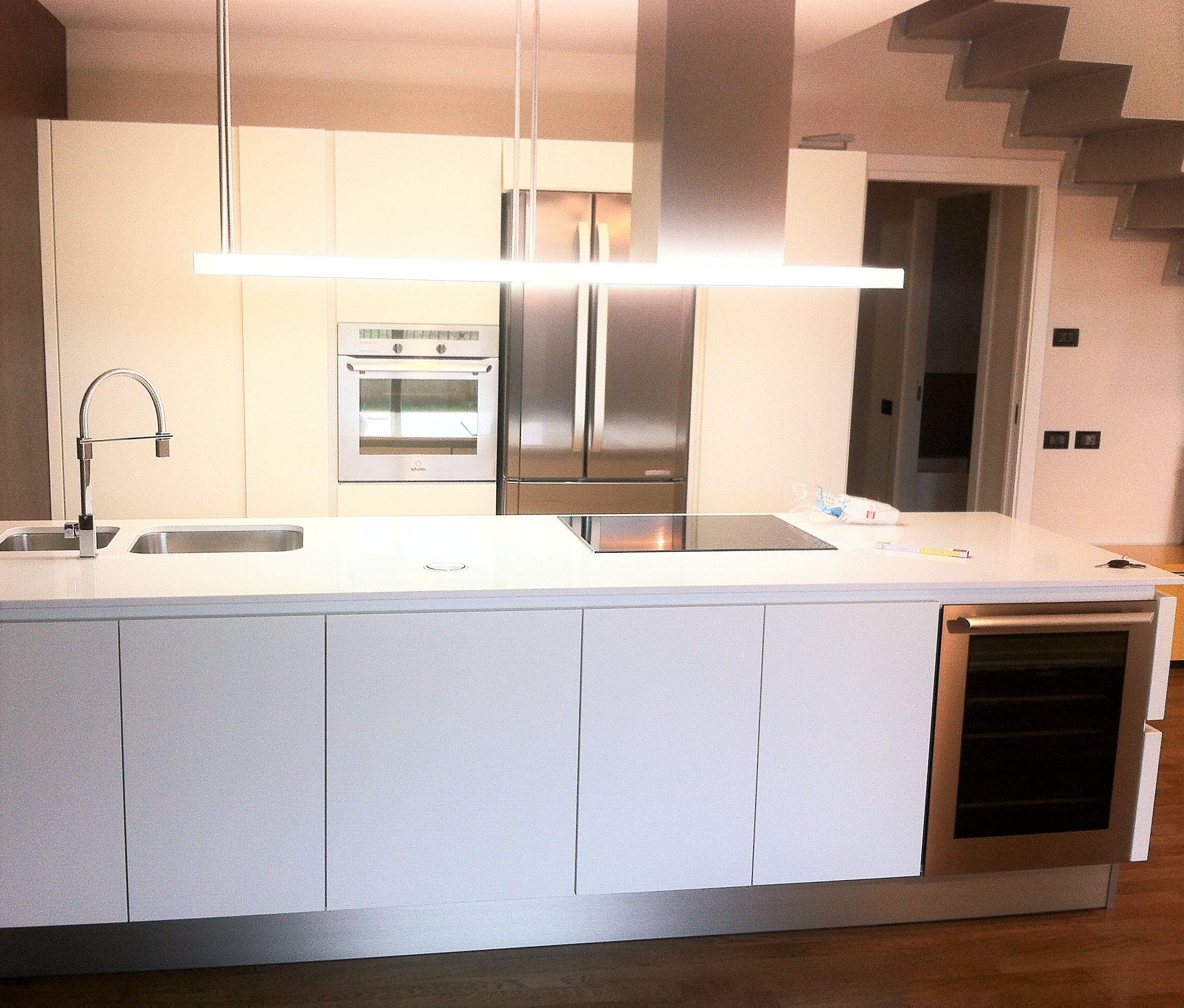 Cucina Moderna Bianca Laccata progettazione e realizzazione cucina moderna con gola e