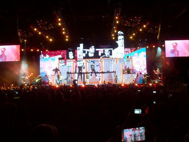 TMH tour in London The boys in the floating stage 22313  One