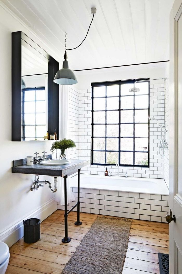 plancher salle de bain dco petite salle de bain avec carrelage blanc et plancher en bois plafond en bois peint en blanc