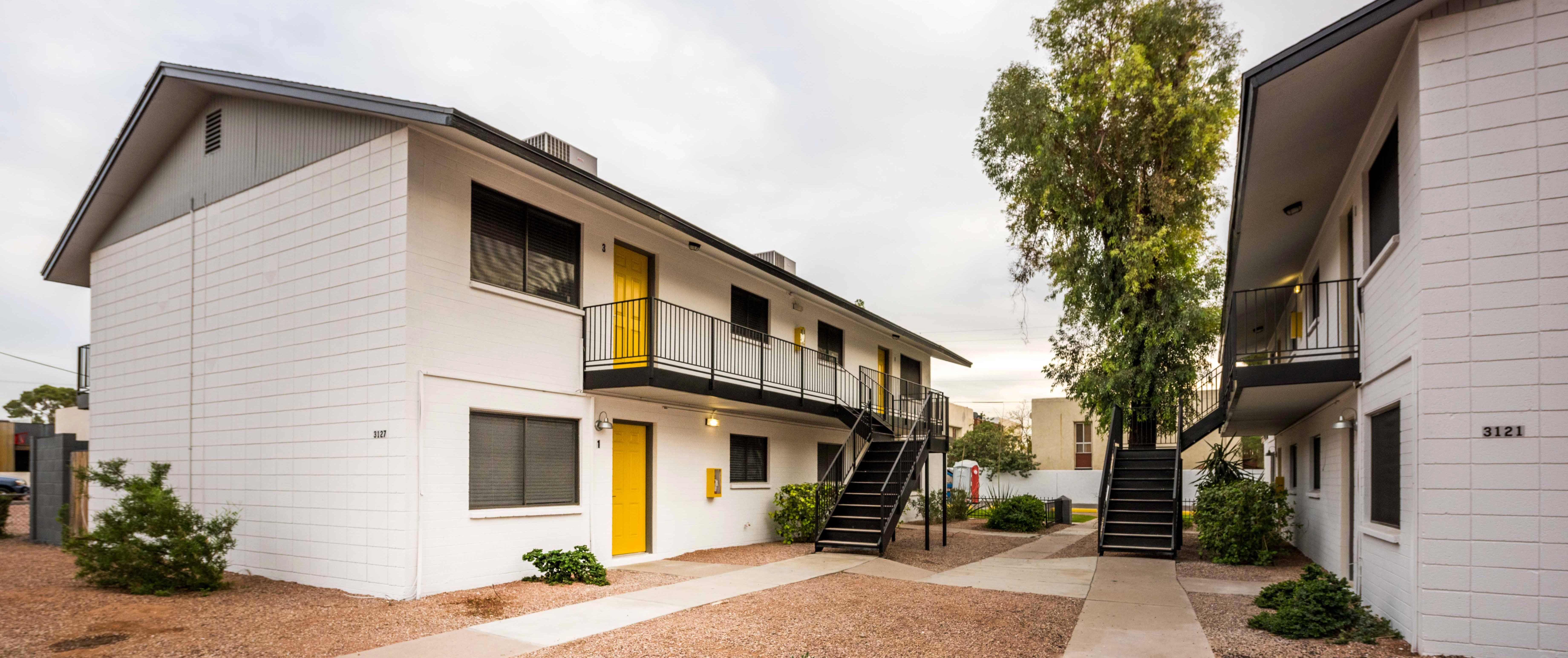 Fairmount 31 Apartments Is A 24 Unit Midcentury Modern Two Story Multifamily Community Located In The Biltmore House Styles Apartment Communities Biltmore