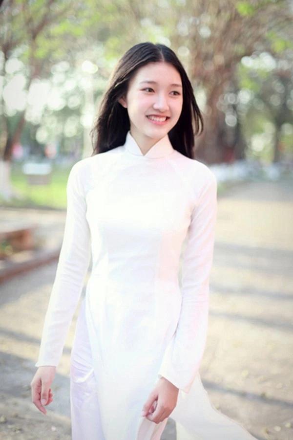 Ngắm thí sinh Ms AdAsia khoe hương sắc cùng tà áo dài