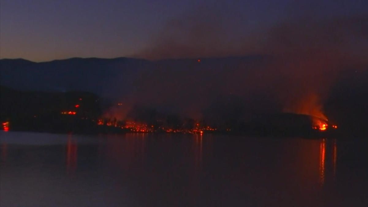 An Explosive Wildfire Saturday Quickly Blackened More Than 1 000 Acres And Destroyed Two Outbuildings At Castaic Lake Where Firefighter Castaic Lake Acre Lake