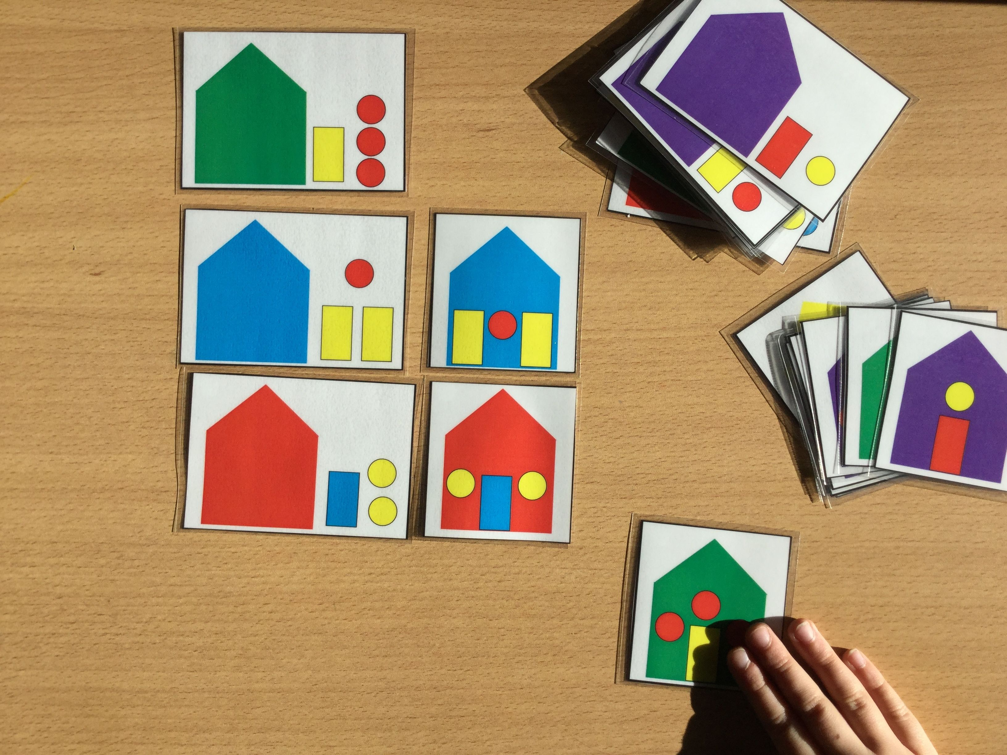 pour ce mois de janvier je vous propose le jeu des maisons pour maternelle et cp j ai fabriqu. Black Bedroom Furniture Sets. Home Design Ideas