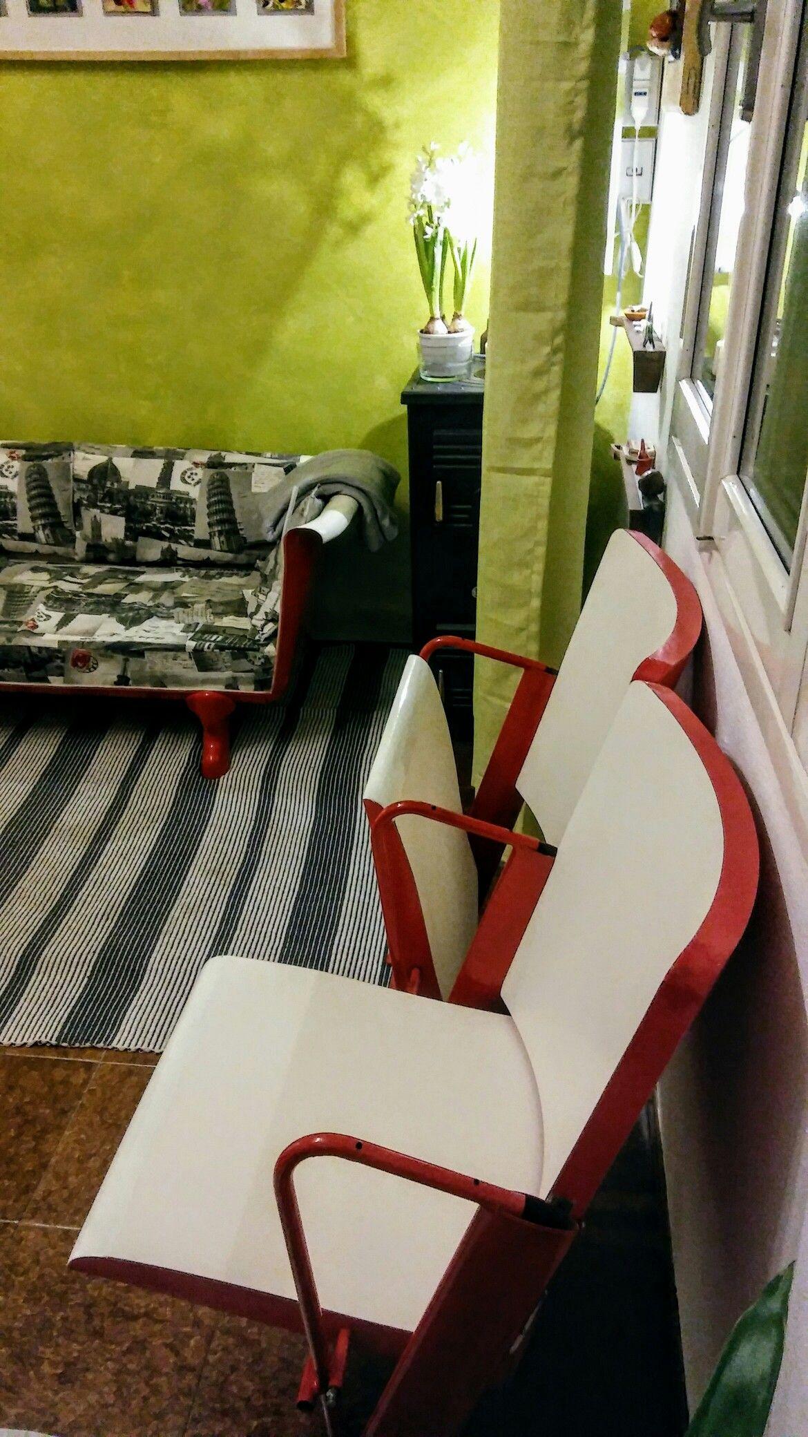 Sedie In Legno Riciclato.Arredamento Riciclato Vecchie Sedie In Legno Ribaltabili Di Cinema