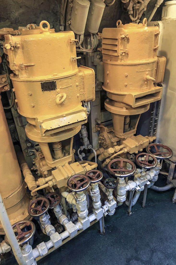 Aircraft Carrier Engine Room: Pin By Jason Wong On Ship General Ref