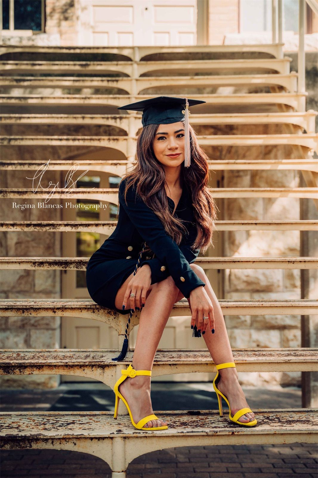 Graduation Picture Ideas Photoshoot Outfit Ideas Grad Photoshoot Girl Graduation Pictures Graduation Picture Poses