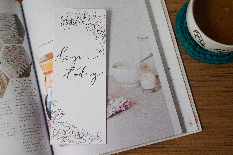 Segnalibro carta personalizzato con frase motivazionale.