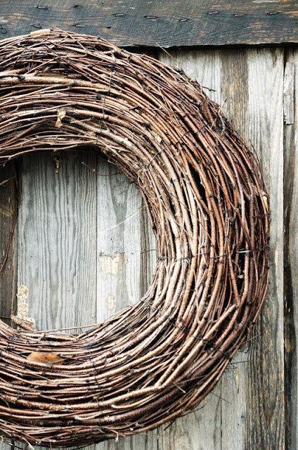 ۞ Welcoming Wreaths ۞ DIY home decor wreath ideas - primitive wreath