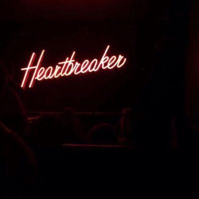 #pigeons #ledeclicanticlope / Heartbreaker. Le tabac est aussi la cause de maladies cardiovasculaires. Dont des crises cardiaques. Qu'on peut faire jeune. Tac. Comme ça. Via theyallhateus.com