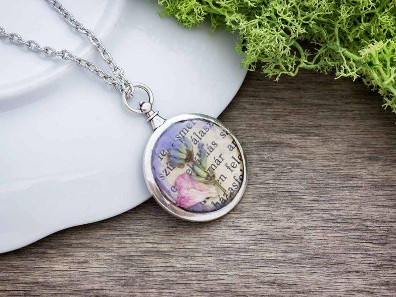 Provence-i hangulat rózsaszirommal műgyanta nyaklánc
