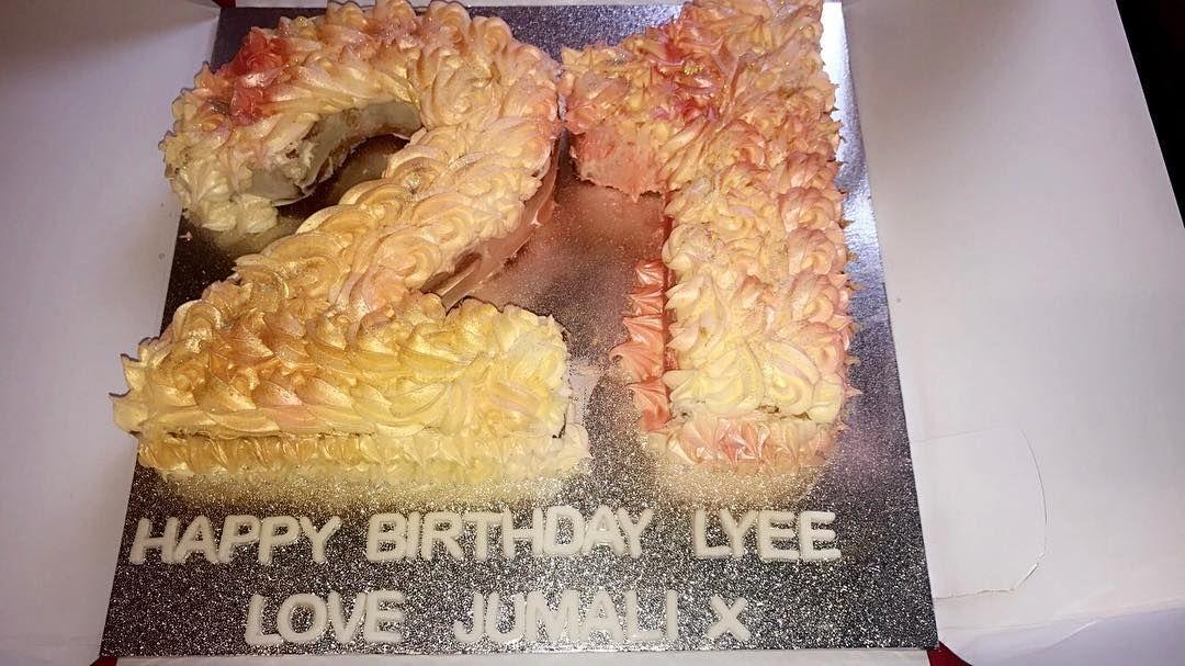21st Birthday Cake . #21stBirthday #21stBirthdayCake #Vanilla ...