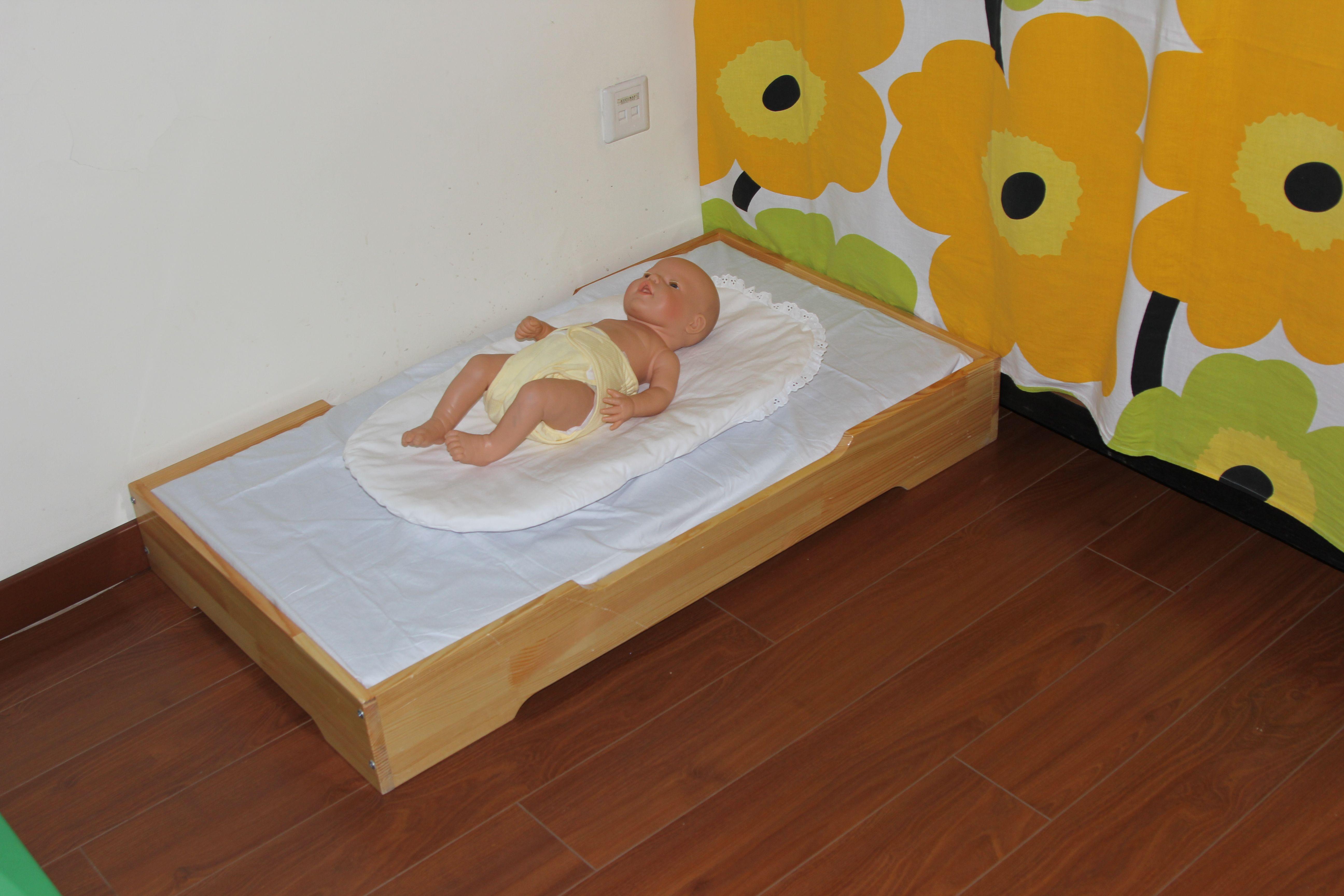 floor bed and toppinchino montessori north montessori infants pinterest montessori and. Black Bedroom Furniture Sets. Home Design Ideas