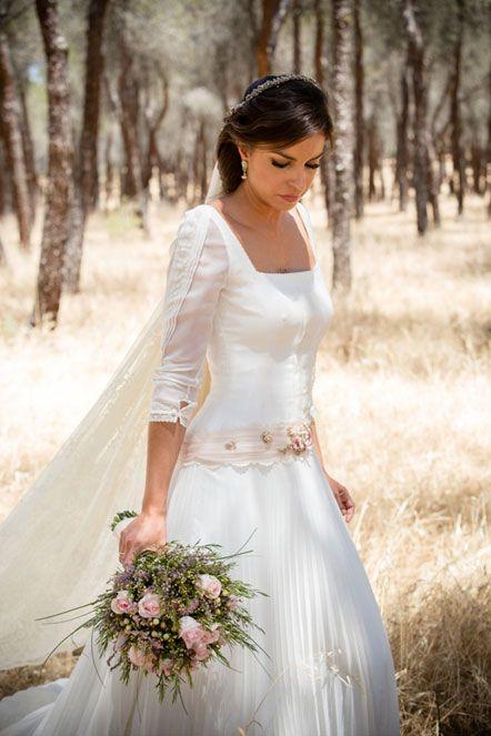 la novia de la pedrerÍa en la espalda: marÍa   boda   vestidos de