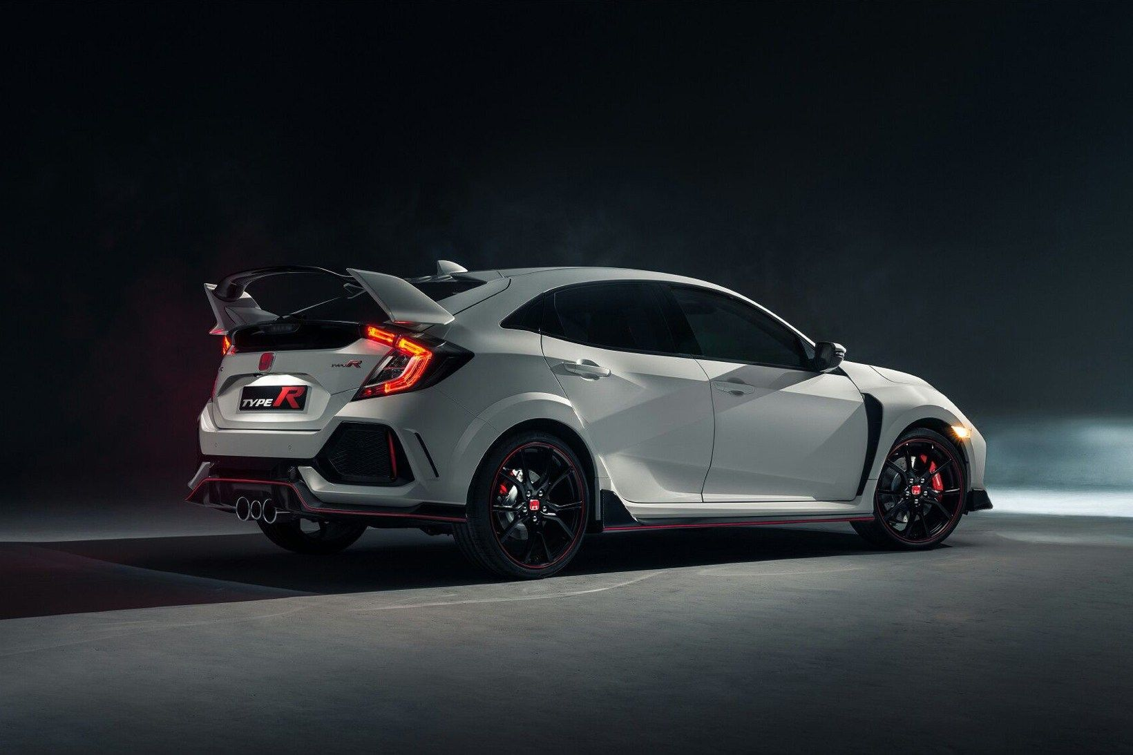 Honda Civic Type R Production Version Finally Unveiled In 2020 Honda Civic Type R Honda Civic Honda Type R