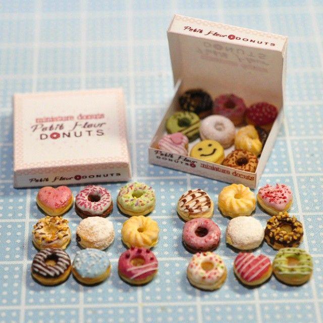 ミニチュアドーナツ完成 Miniature donut✨ #miniature #dollhouse #miniaturesweets #miniaturefood #clay #handmade #tiny #donuts #mini #ミニチュア #ドールハウスミニチュア #ミニチュアフード #ミニチュアスイーツ #ハンドメイド #ドーナツ #miniaturedollhouse