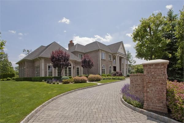 Selling A Luxury Home In New Jersey Luxury Homes Luxury Real Estate Real Estate Houses