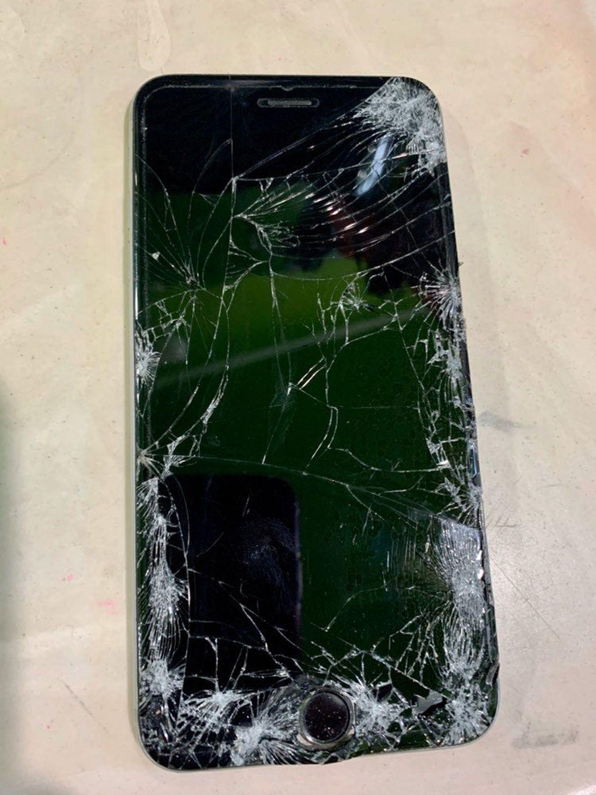 Broken Screen Iphone 6 Plus Broken Iphone Screen Broken Screen Cracked Phone Screen Iphone 6 plus defective screen wallpaper