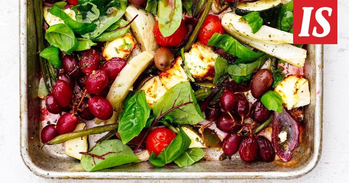 Uunissa paahdettu salaatti kelpaa ihan kokonaiseksi ateriaksi.